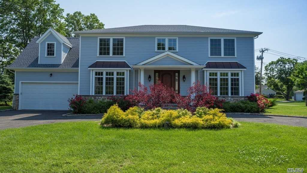 78 Old Farm Rd East Hills, NY 11577