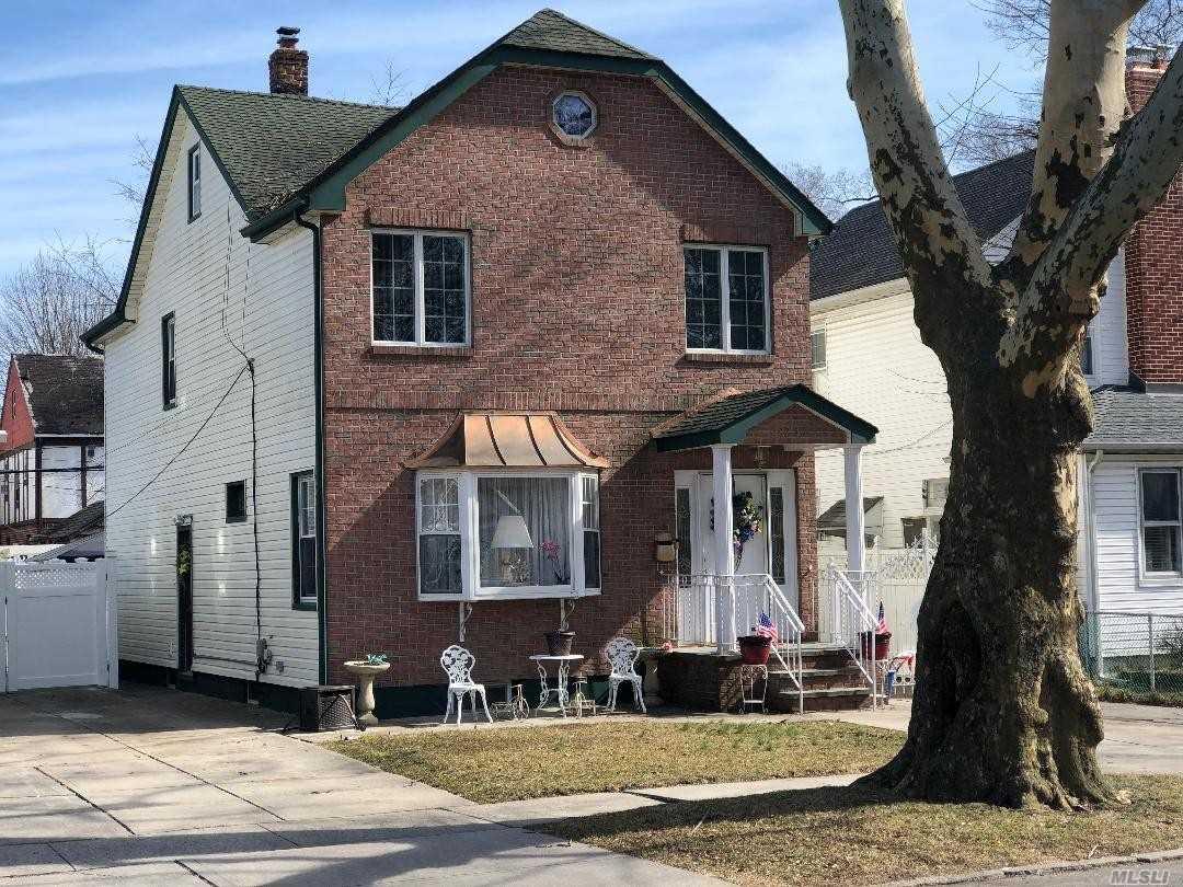 87-45 252nd St Bellerose, NY 11426