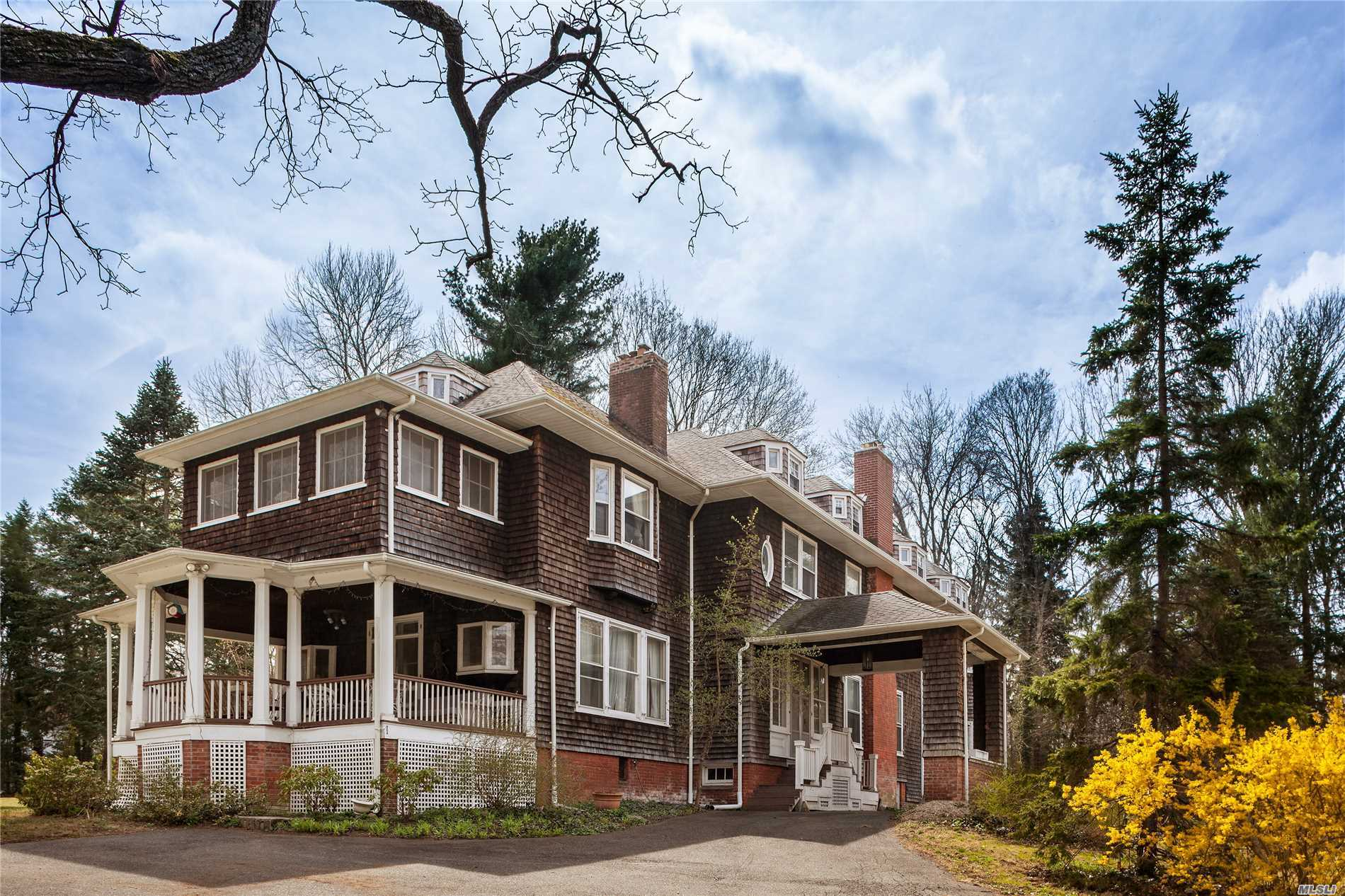 80 Cove Rd Oyster Bay Cove, NY 11771