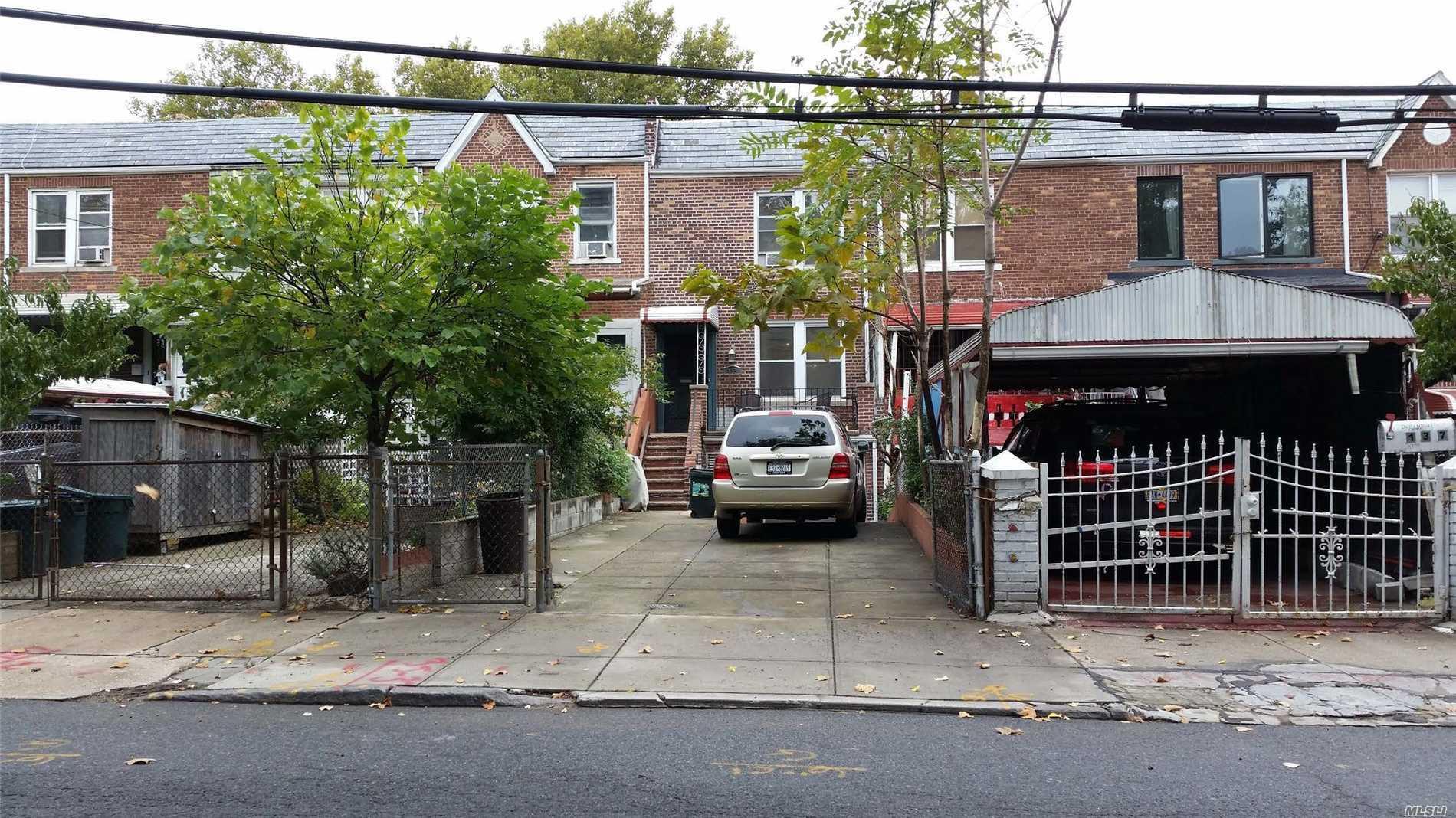 135 Maspeth Ave Brooklyn, NY 11211