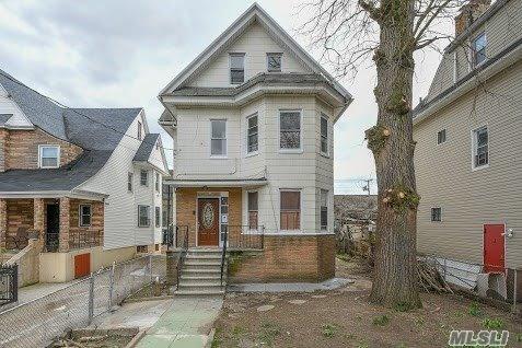 816 S Oak Dr Bronx, NY 10467