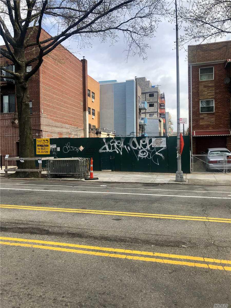 31-07 31st Ave, Astoria, New York