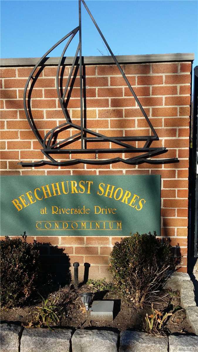 154-05 Riverside Dr Beechhurst, NY 11357