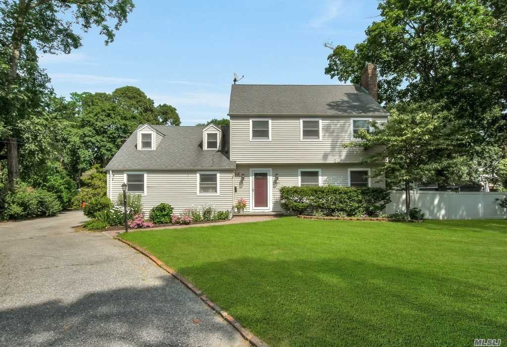 141 Saint Marks Ln, Islip, New York