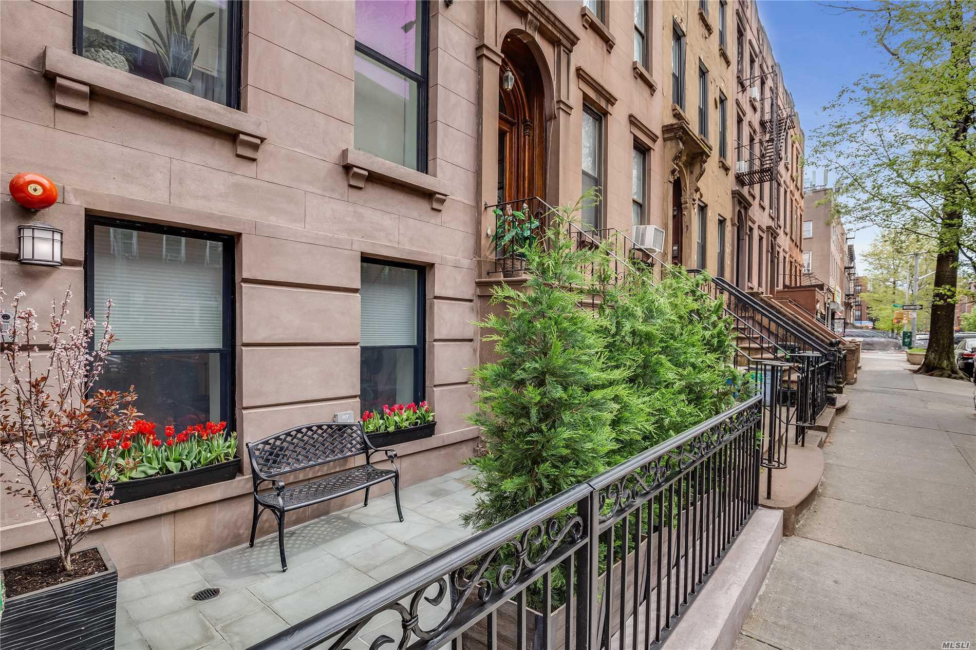 541 Henry Street Carroll Gardens, NY 11231