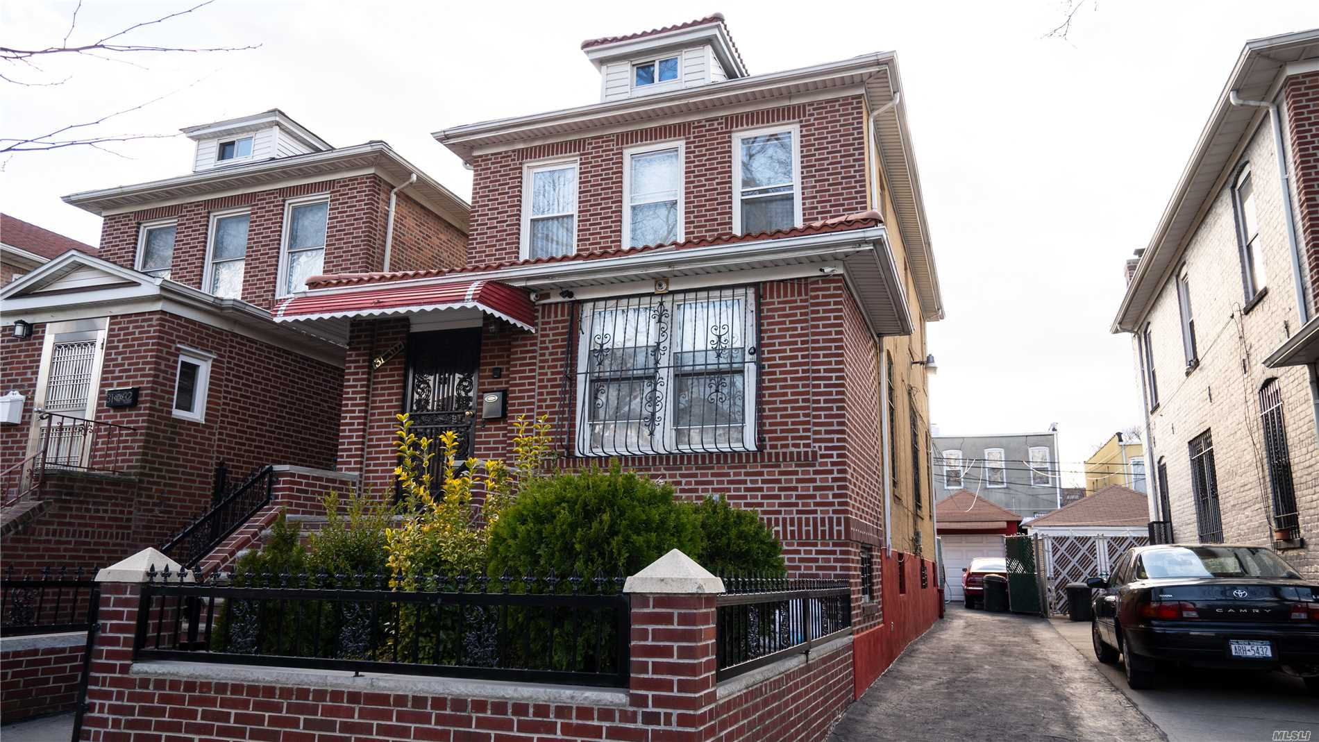 31-30 86th St,Flushing  NY