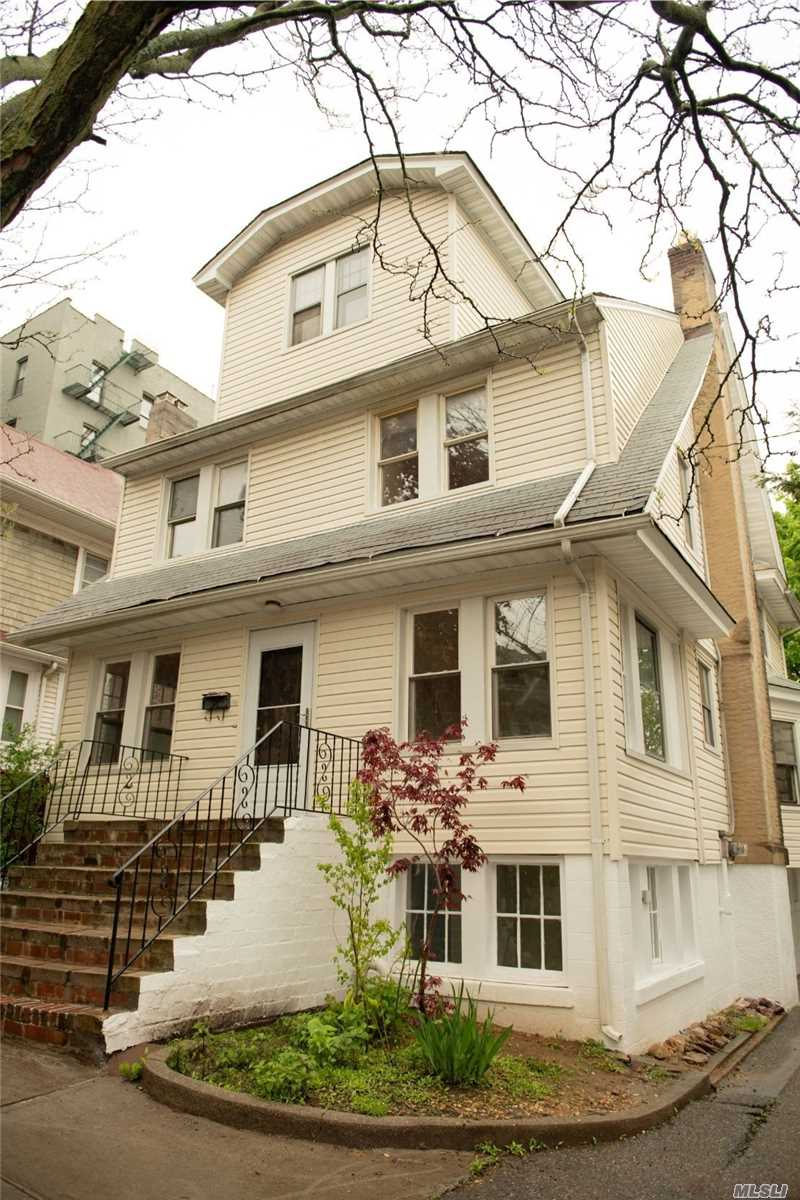 8415 86th St Woodhaven, NY 11421