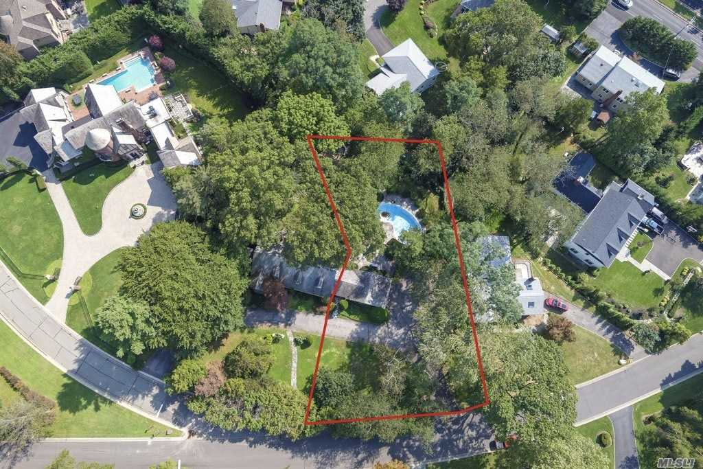 19 Country Club Drive, one of homes for sale in Port Washington