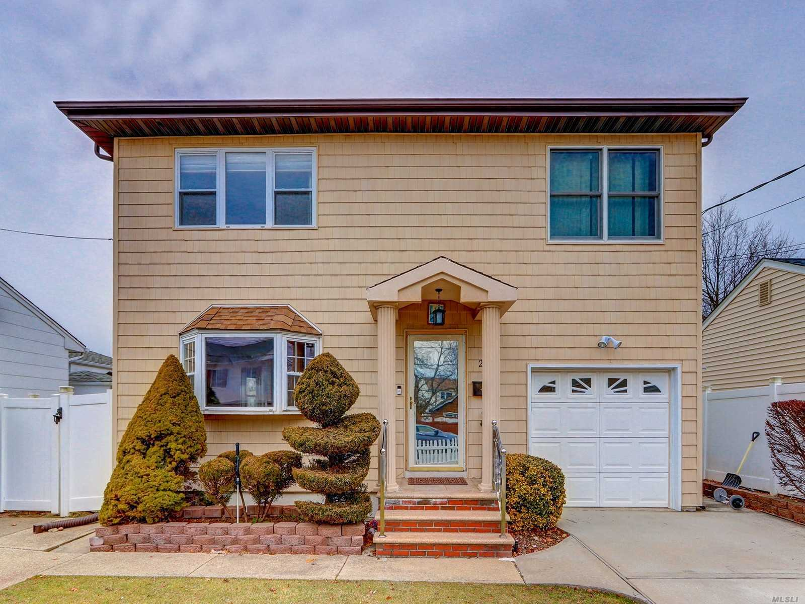 20 Grove St, Hicksville, New York