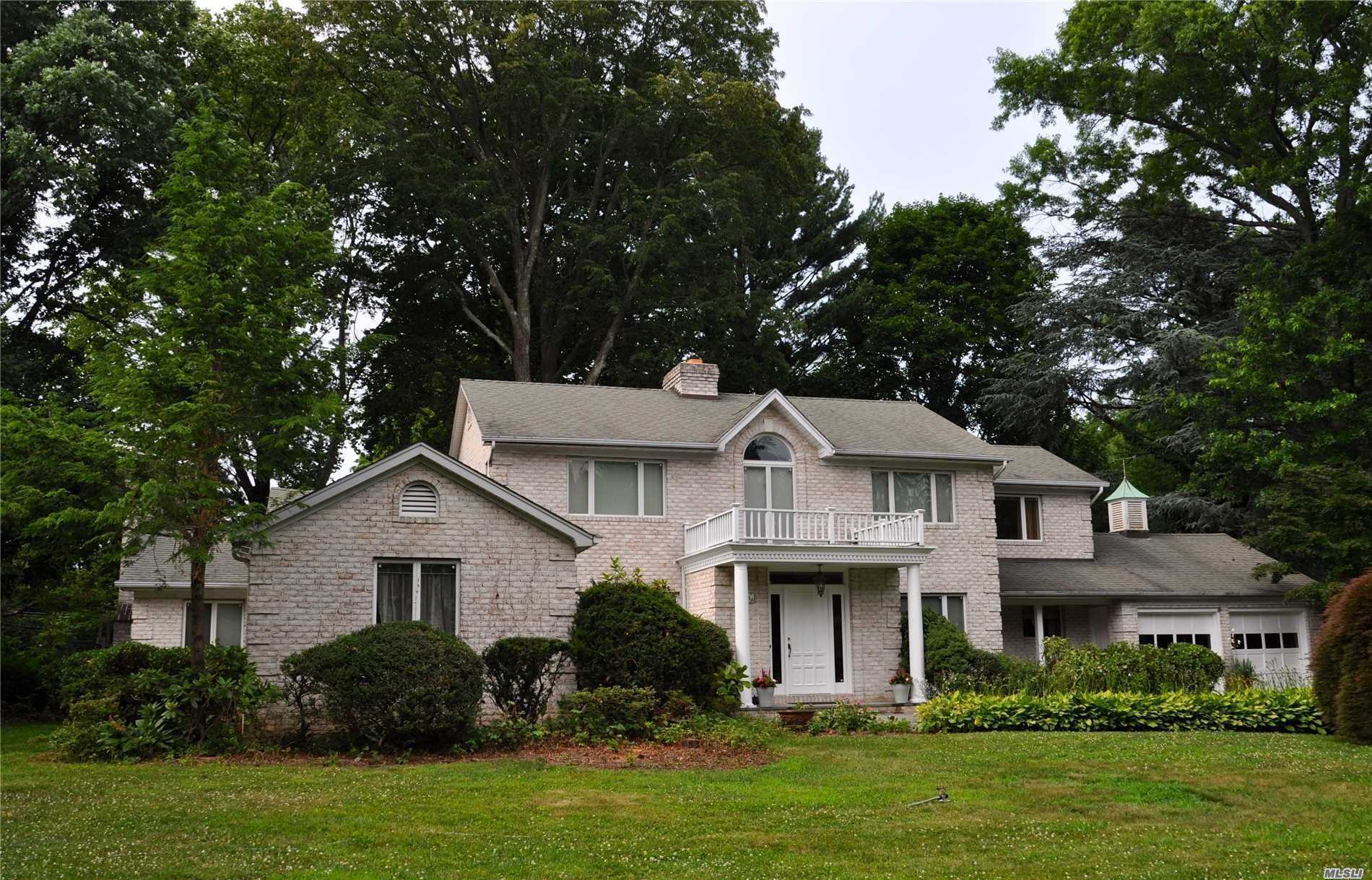 25 Hewlett Ln, one of homes for sale in Port Washington