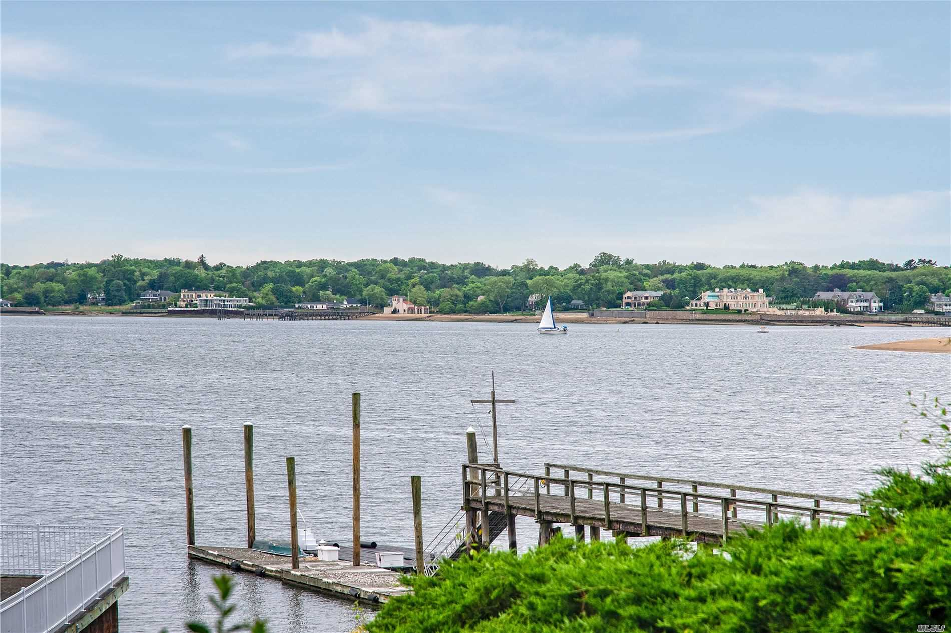18 Sands Ct, Port Washington, New York