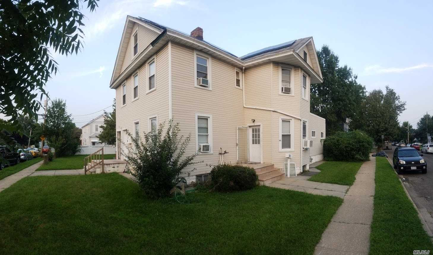 83 Kraemer St, Hicksville, New York