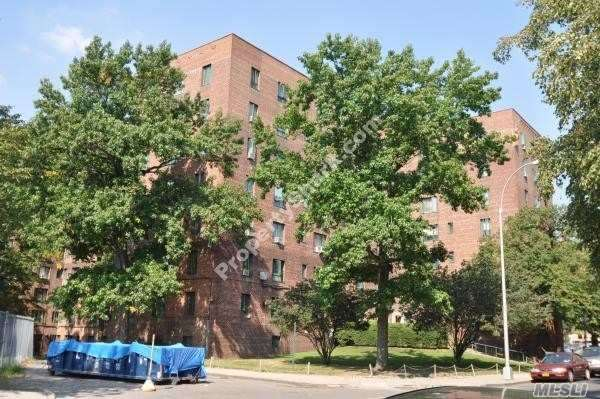 2090 East Tremont Ave, Bronx, New York