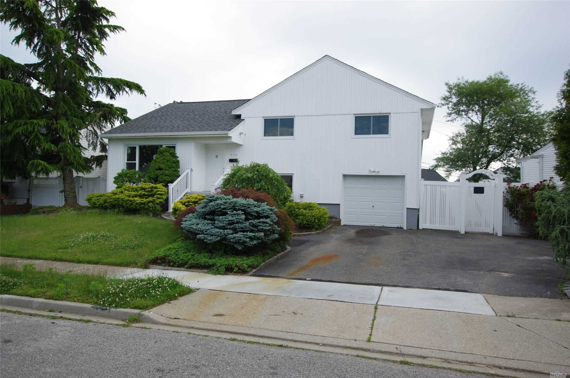 494 Ann Ln, Wantagh, New York