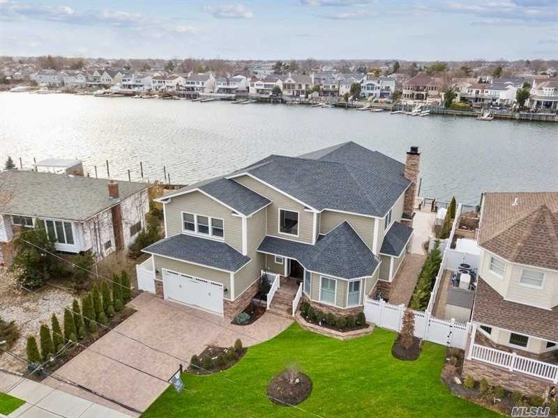 2692 Riverside Drive, one of homes for sale in Wantagh