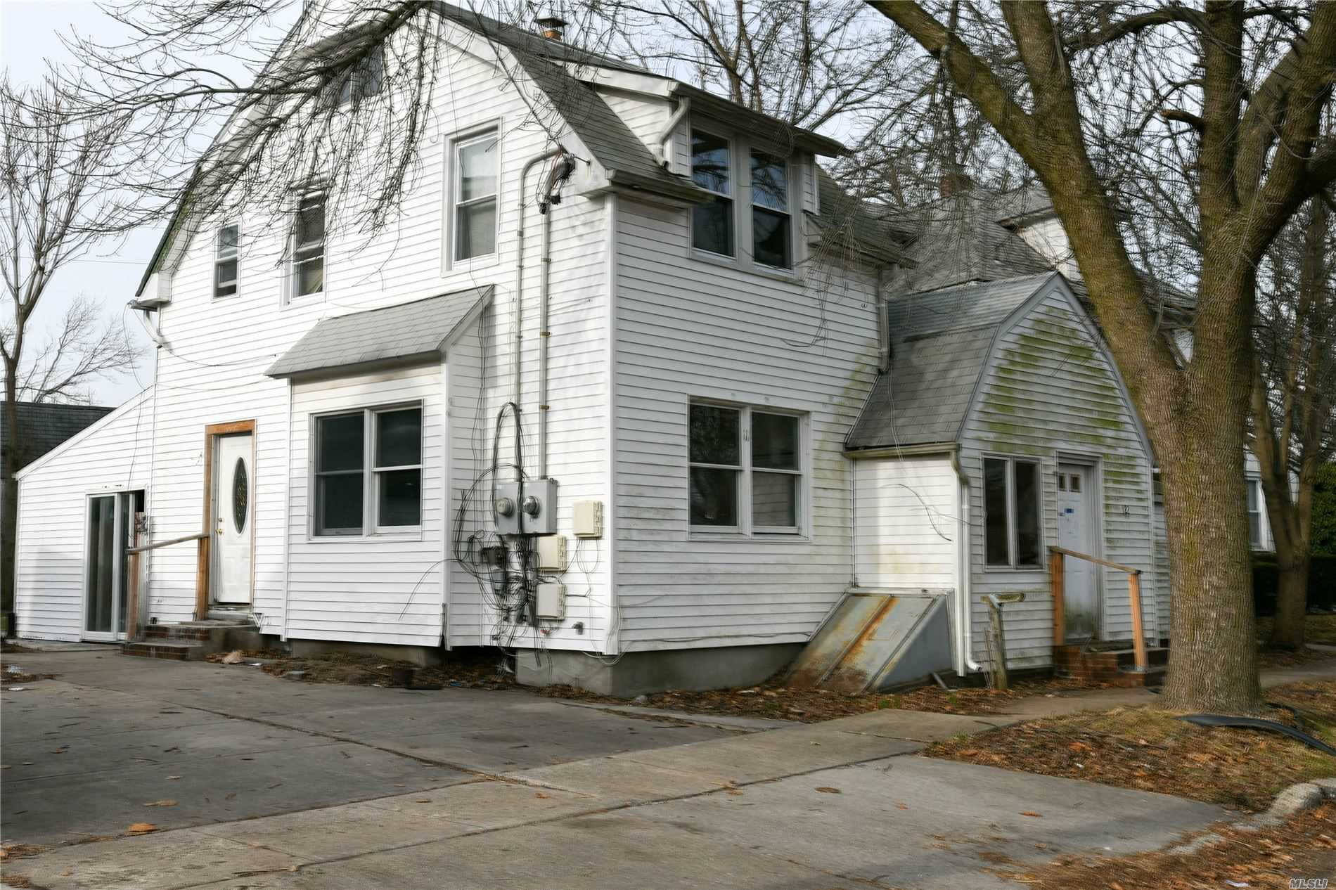 12 Bay Ave, one of homes for sale in Hicksville