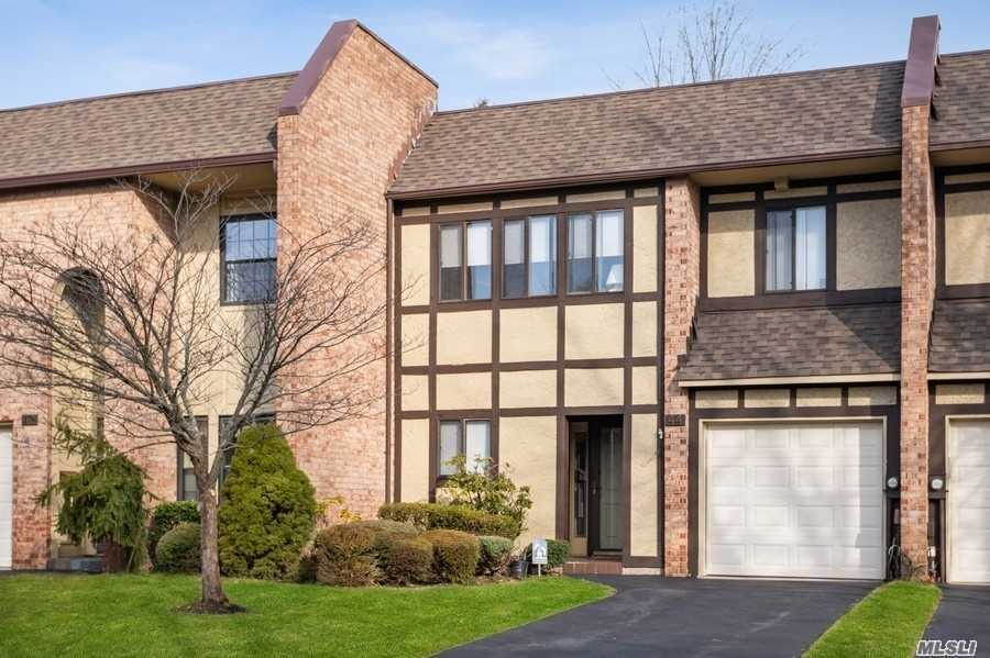 44 Southgate Circle, one of homes for sale in Massapequa Park