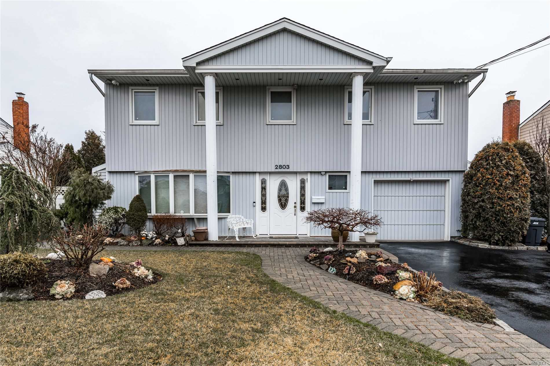 2803 Mandalay Beach Road, one of homes for sale in Wantagh