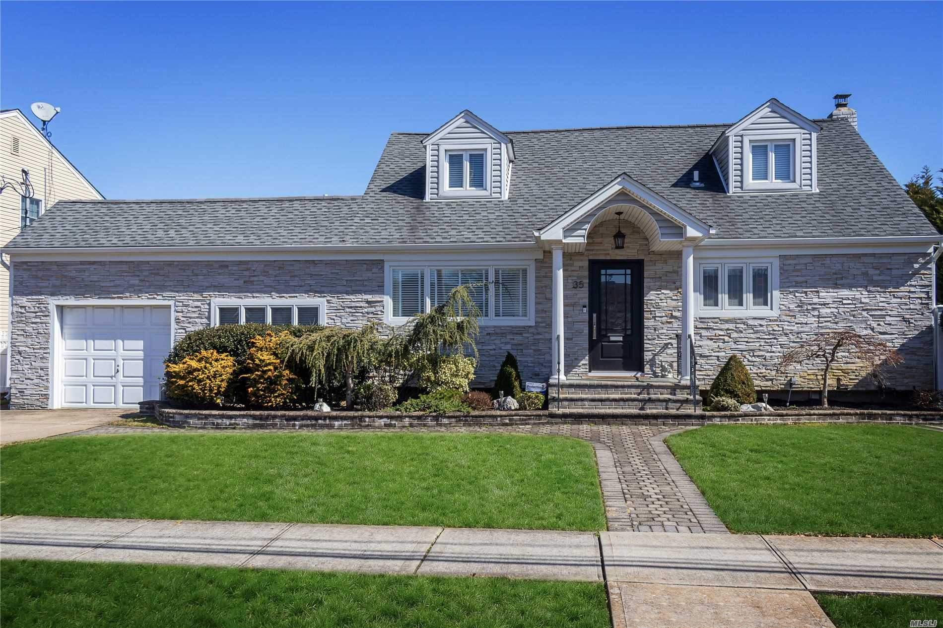 35 3rd Avenue, Massapequa Park, New York