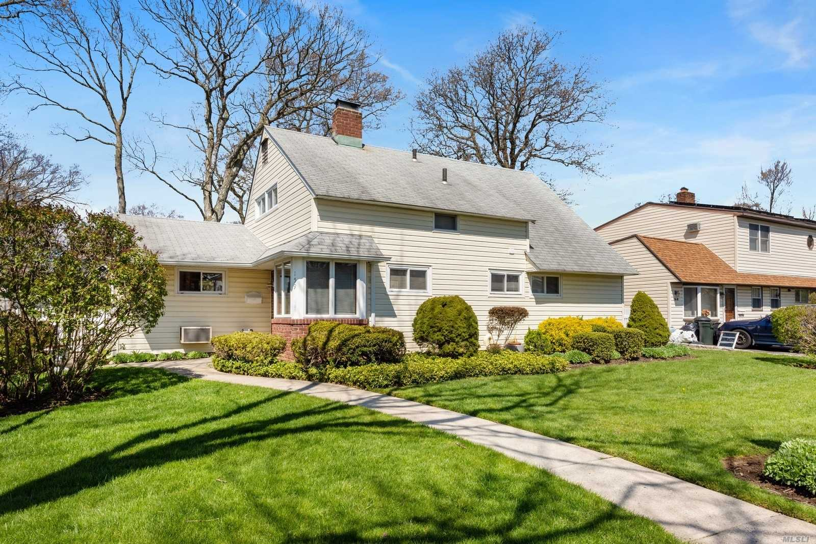 159 Twin Lane N, Wantagh, New York