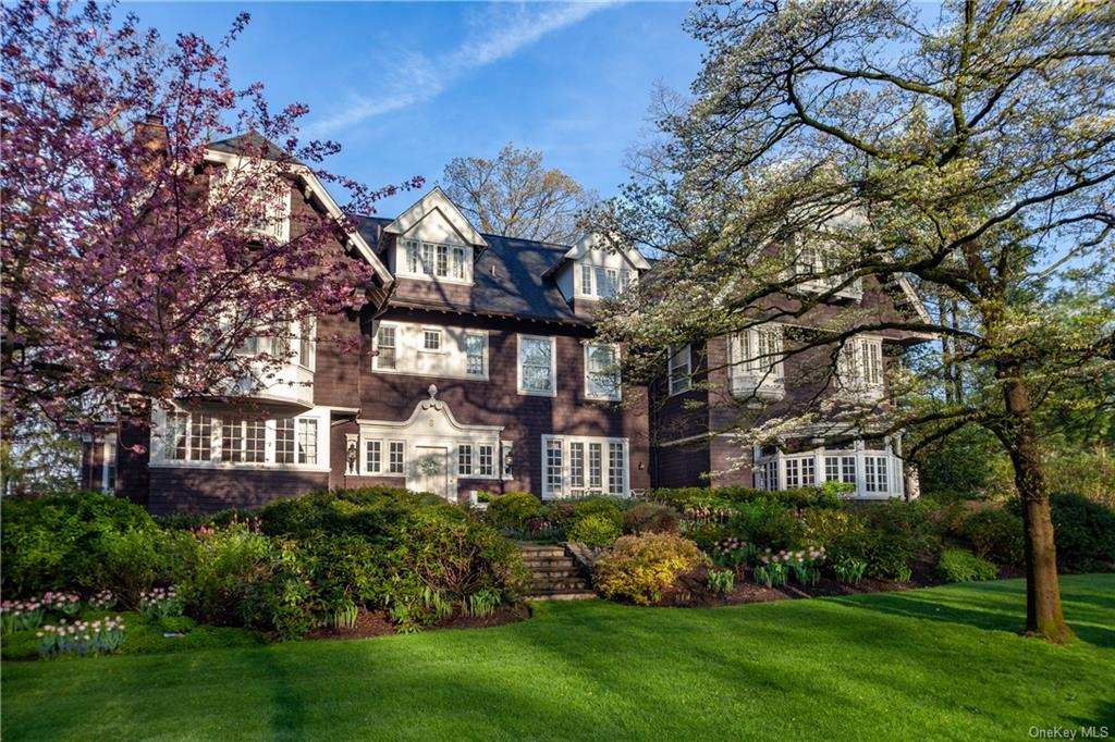8 Woodland Avenue, Bronxville, New York