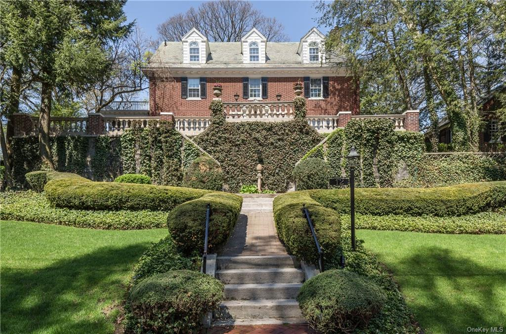 12 Plateau Circle E, Bronxville, New York