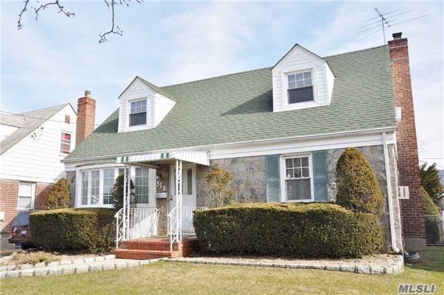 Residential, Exp Cape - Mineola, NY (photo 1)