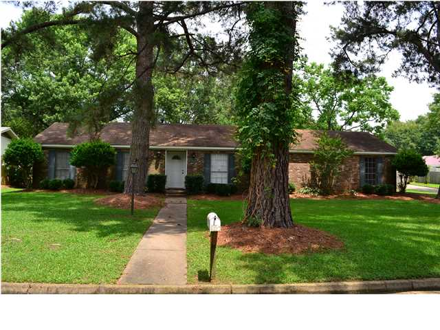 1000 Cedar Hill Dr, Clinton, MS 39056