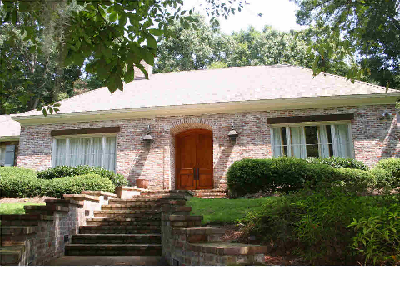 Photo of 484 CHAPEL HILL RD  Flora  MS