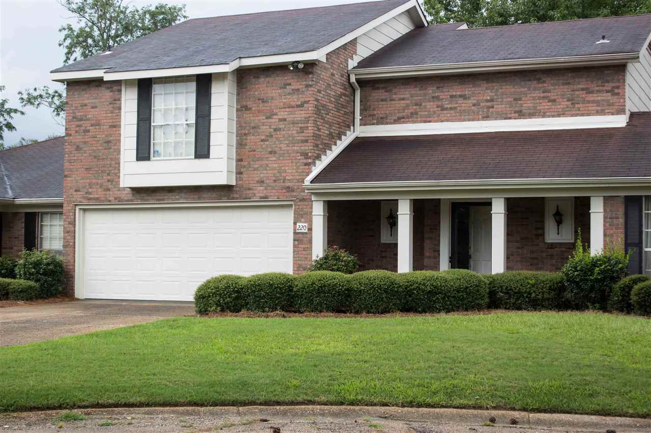 Photo of 220 OLD OAK CIR  Brandon  MS
