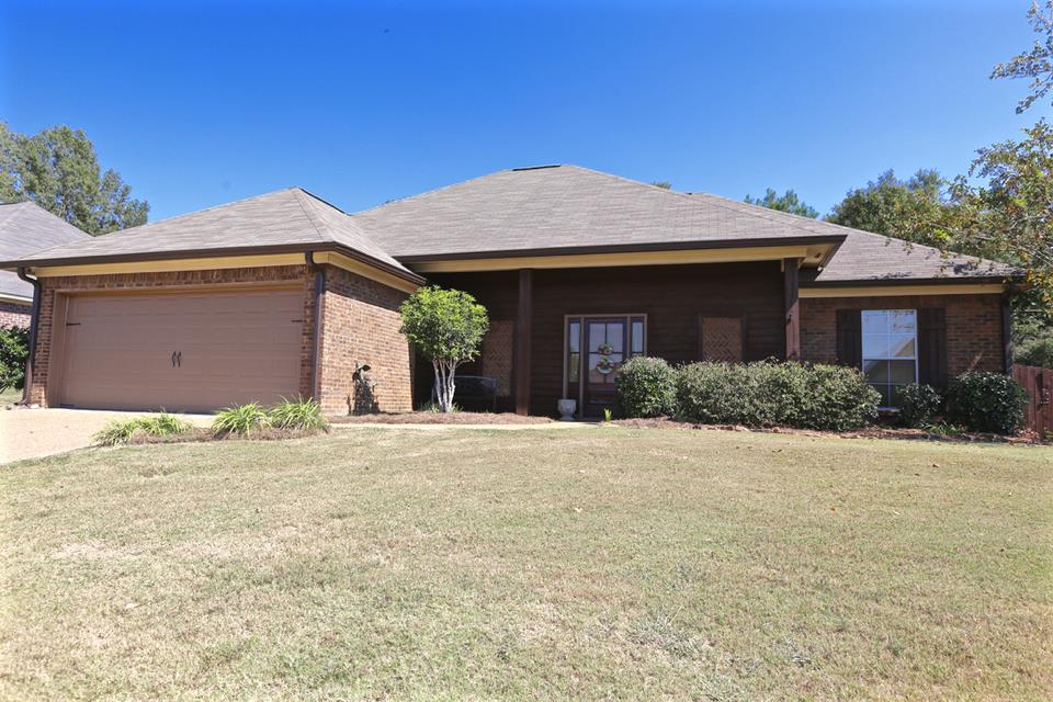 Photo of 153 HARVEY CIR  Canton  MS