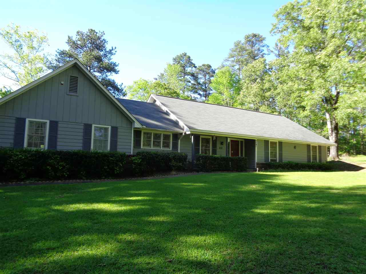 Photo of 212 SPRINGWOOD DR  Terry  MS