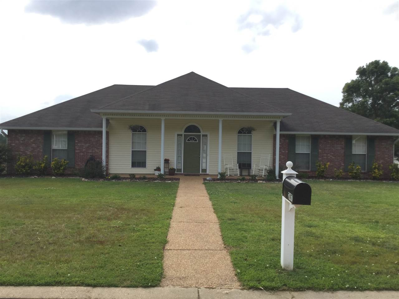 Photo of 247 SHADOW CREEK DR  Florence  MS