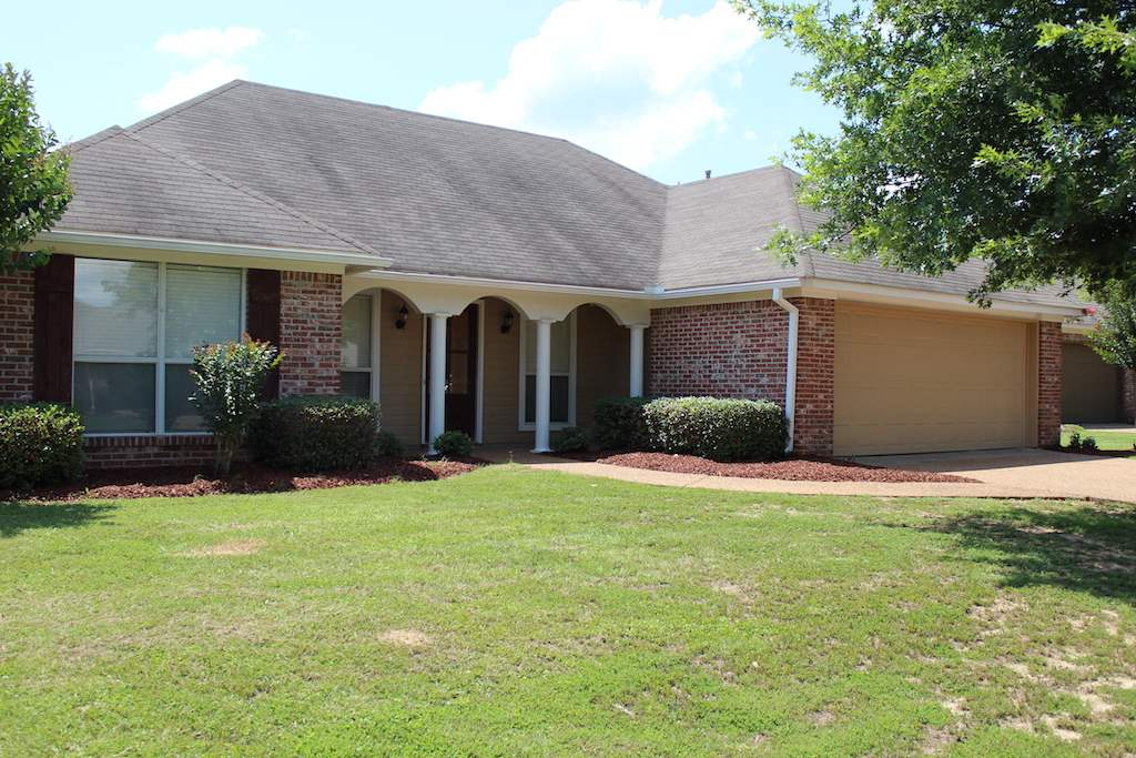 Photo of 115 SOUTHWOOD DR  Canton  MS
