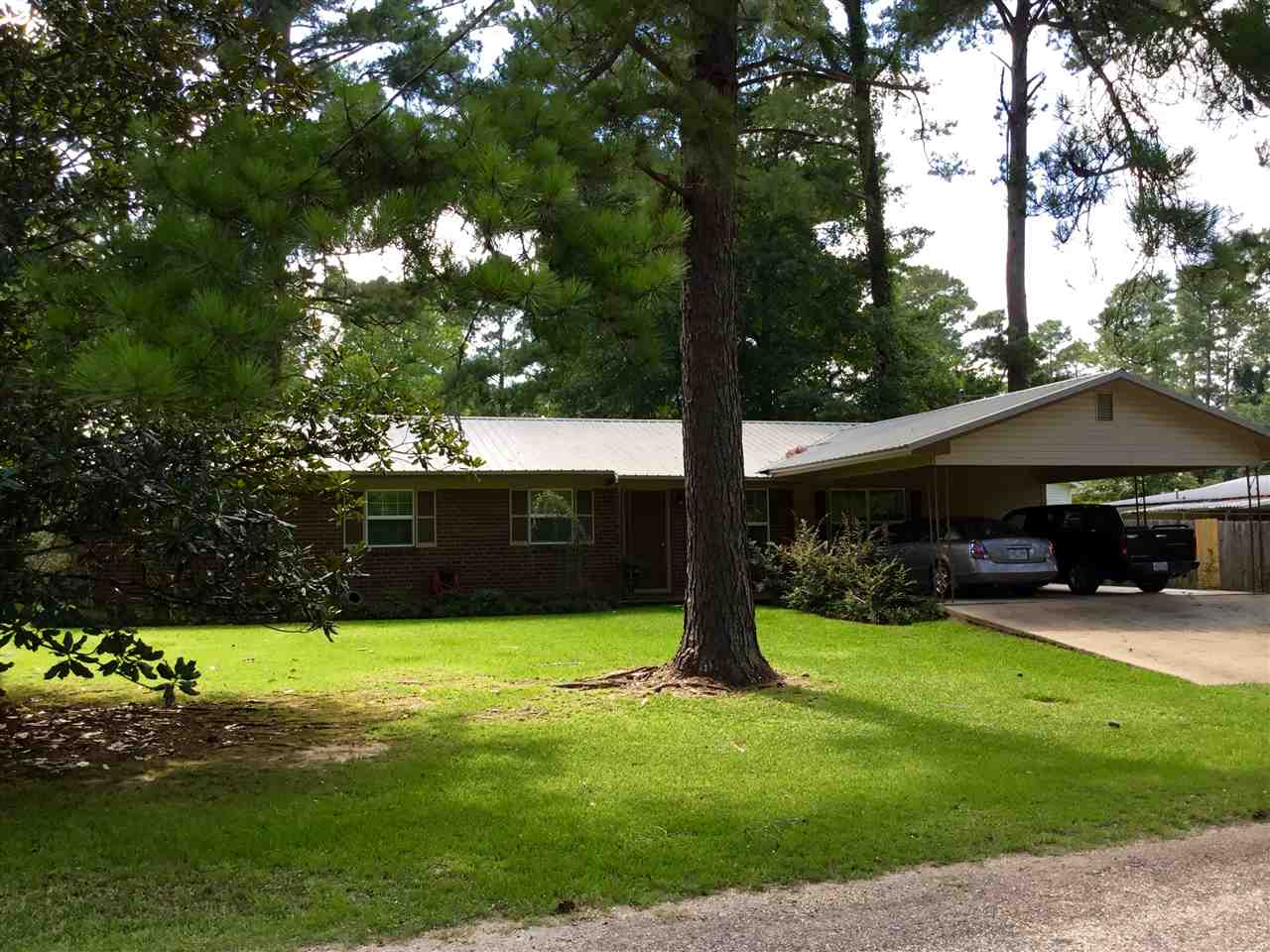Photo of 502 WALLACE ST  Mendenhall  MS