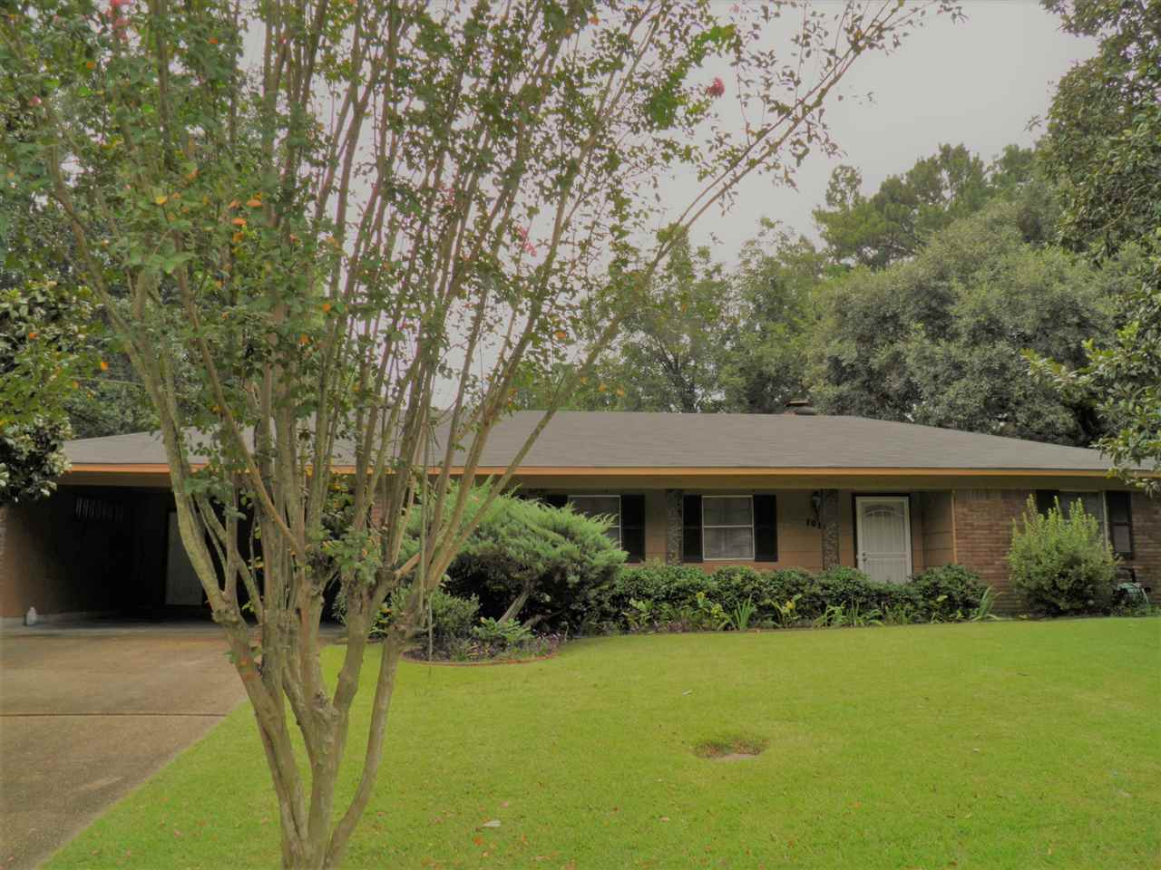 Photo of 1011 LAURELWOOD DR  Clinton  MS