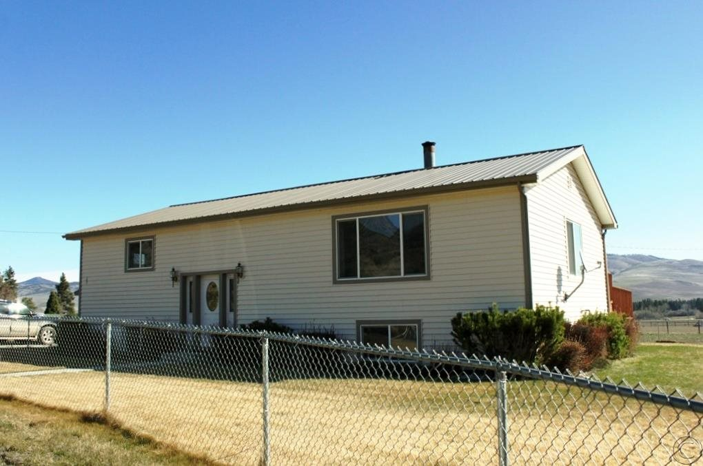 19410 Maple Ln, Florence, MT 59833