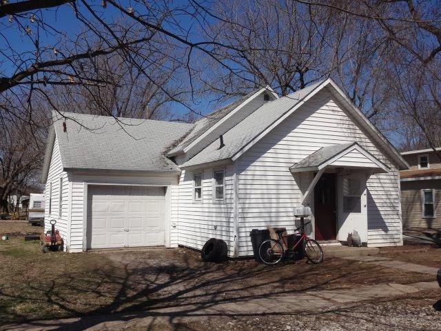 515 N Prairie St, Wapello, IA 52653