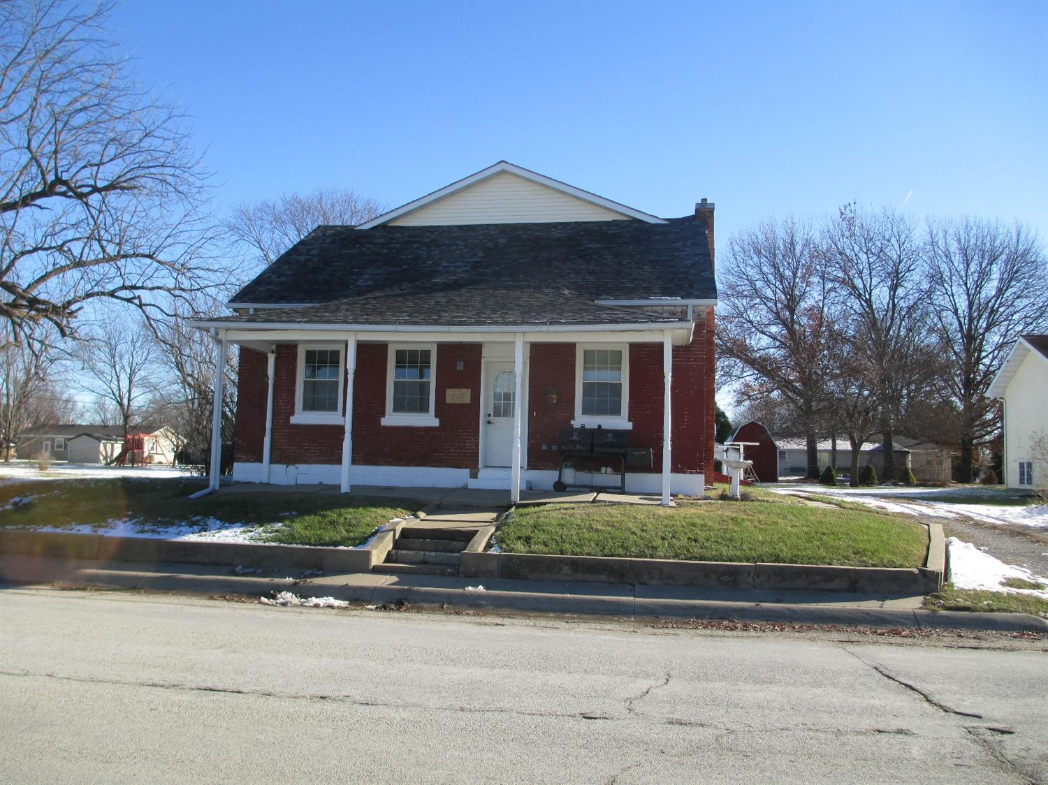 83 5th St, West Point, IA 52656