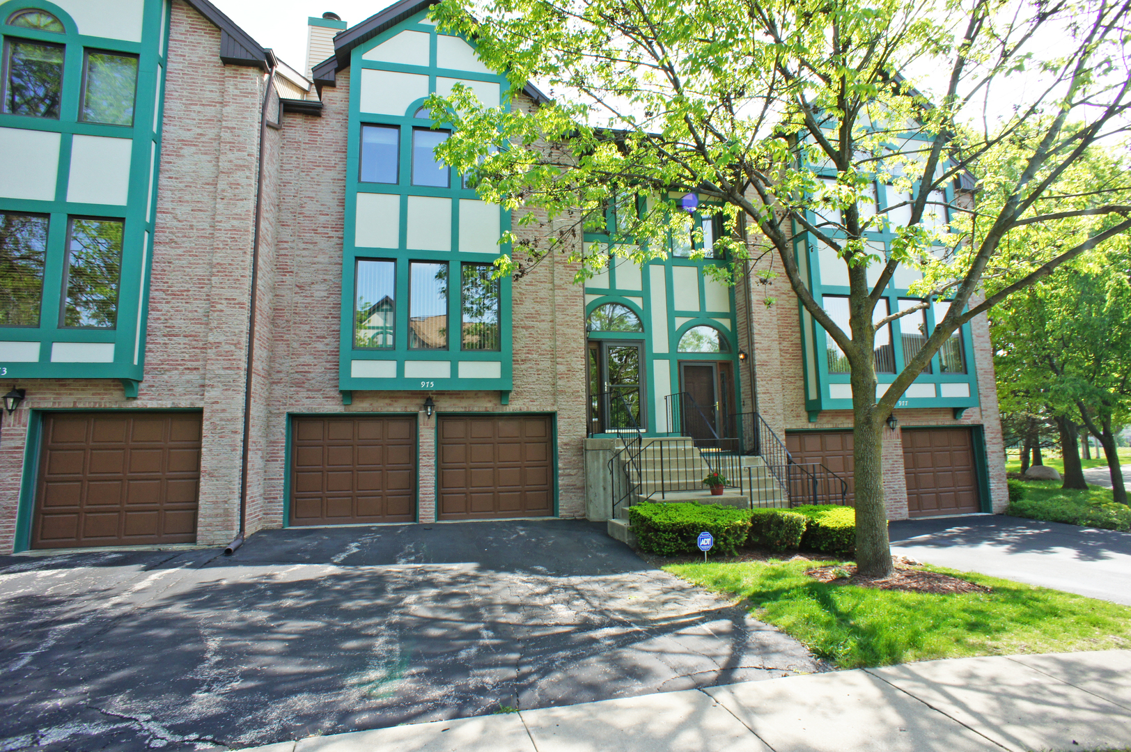 Photo of 975 West ESSEX Place  ARLINGTON HEIGHTS  IL
