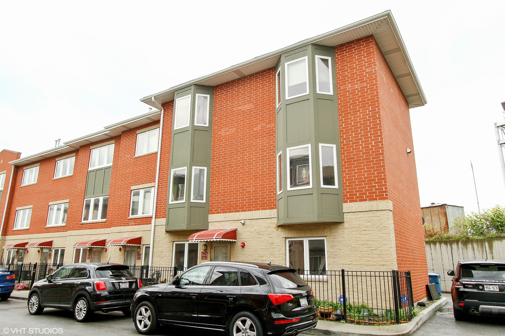 Photo of 2440 West BROSS Avenue  CHICAGO  IL