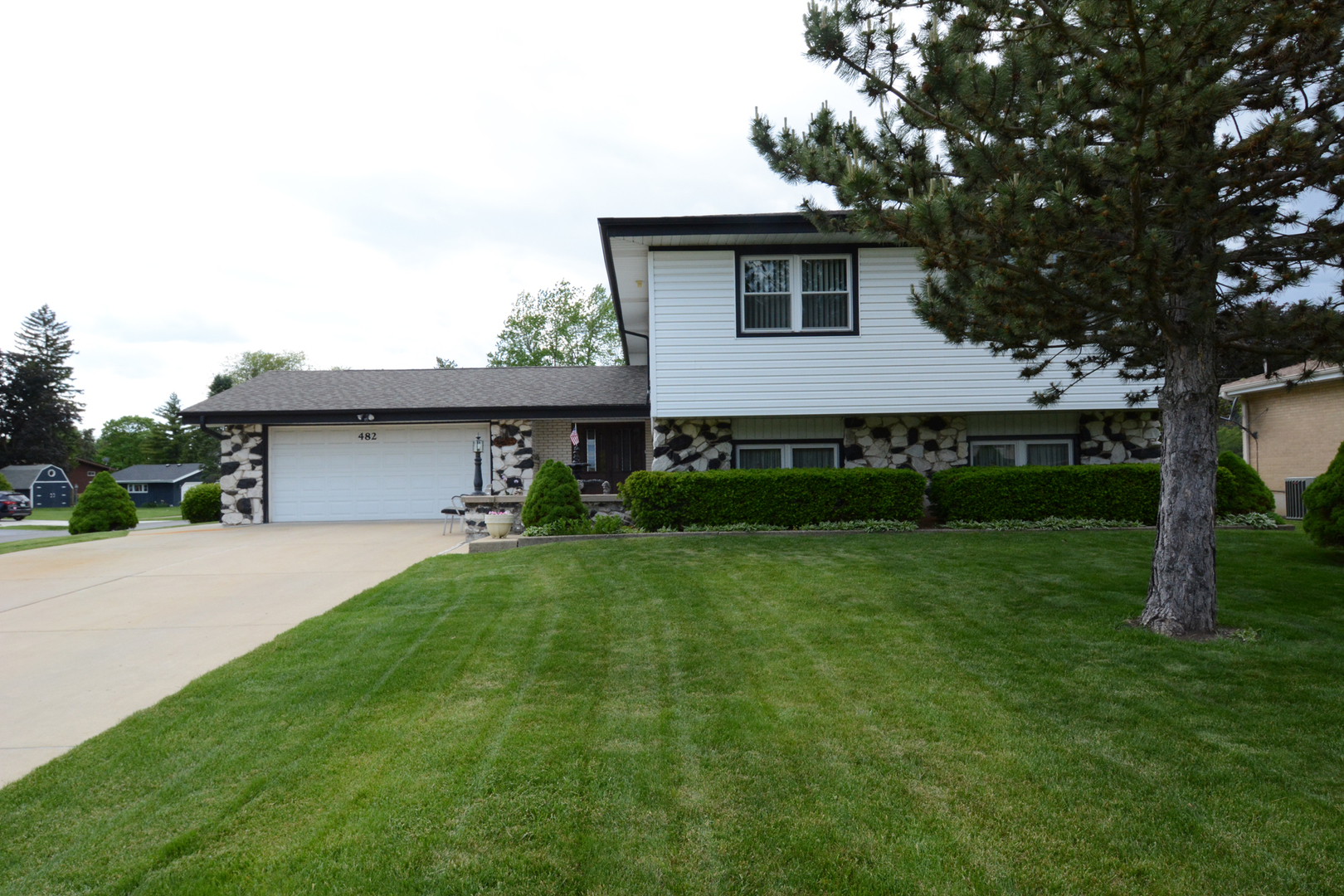 482 Glendale Road, Roselle in Du Page County, IL 60172 Home for Sale