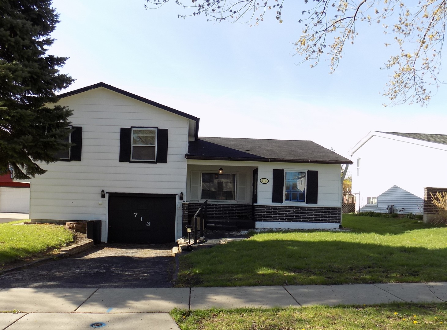 Photo of 713 Terry Road  GLENDALE HEIGHTS  IL