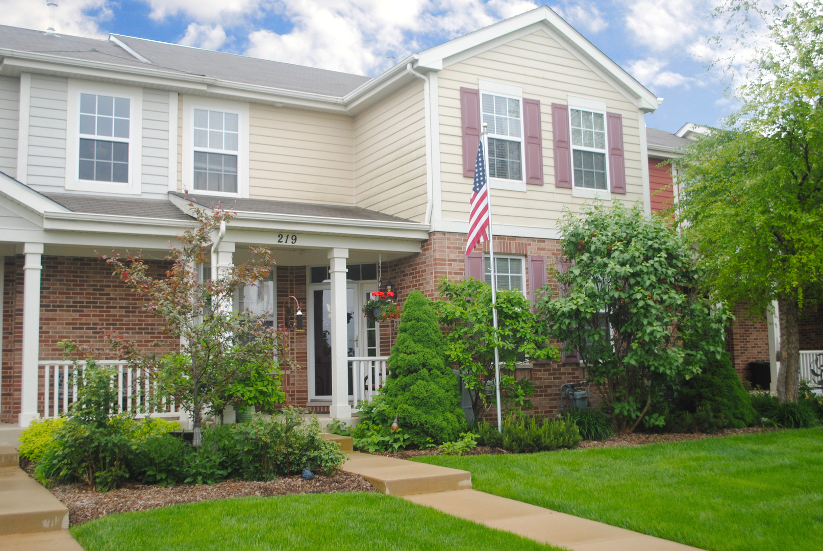 Townhouse-2 Story - ELGIN, IL (photo 1)