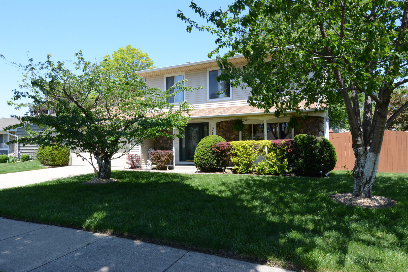 716 COUNTRY Lane North, Roselle in Du Page County, IL 60172 Home for Sale