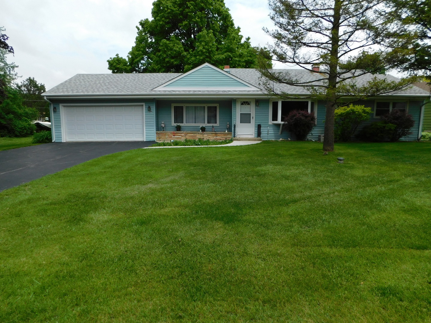 New Listings property for sale at 1394 Cottonwood Lane, Crystal Lake Illinois 60014