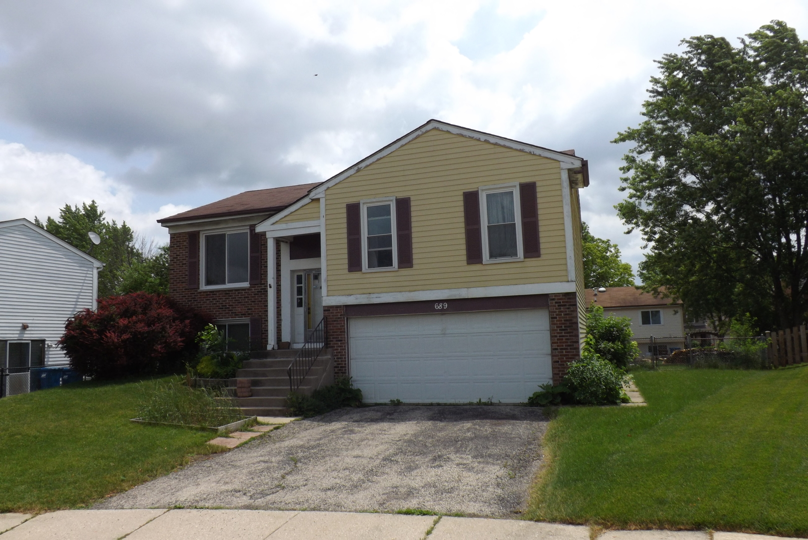 Photo of 689 Foxdale Court  ROSELLE  IL