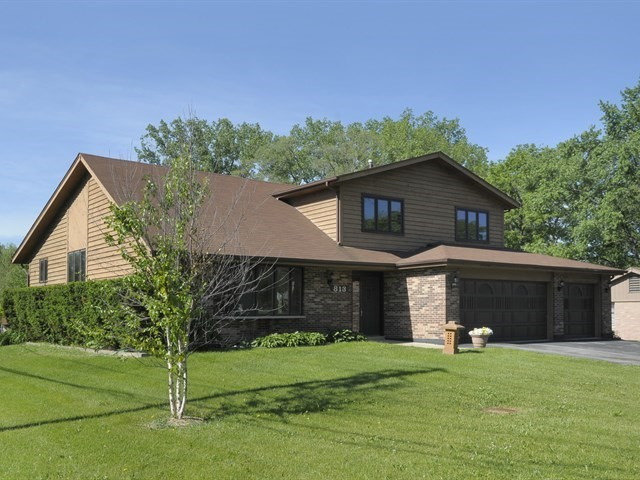 Photo of 813 East Camp Mcdonald Road  PROSPECT HEIGHTS  IL