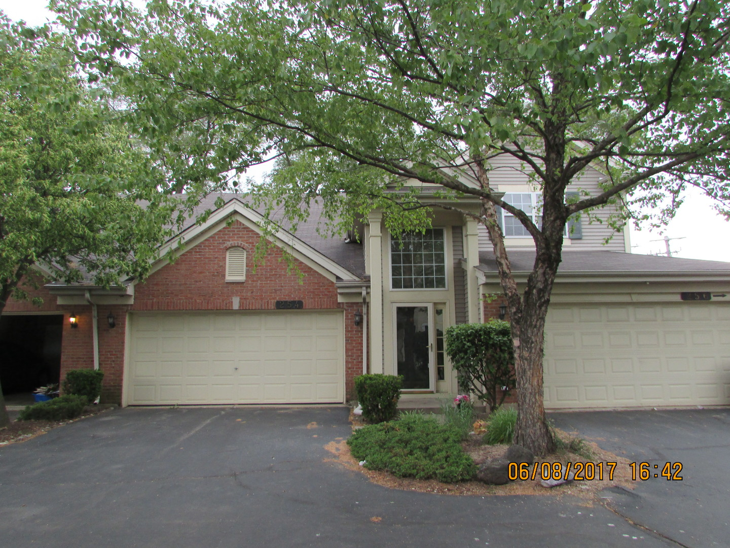 Photo of 254 BLUE SPRUCE Lane  GLENDALE HEIGHTS  IL