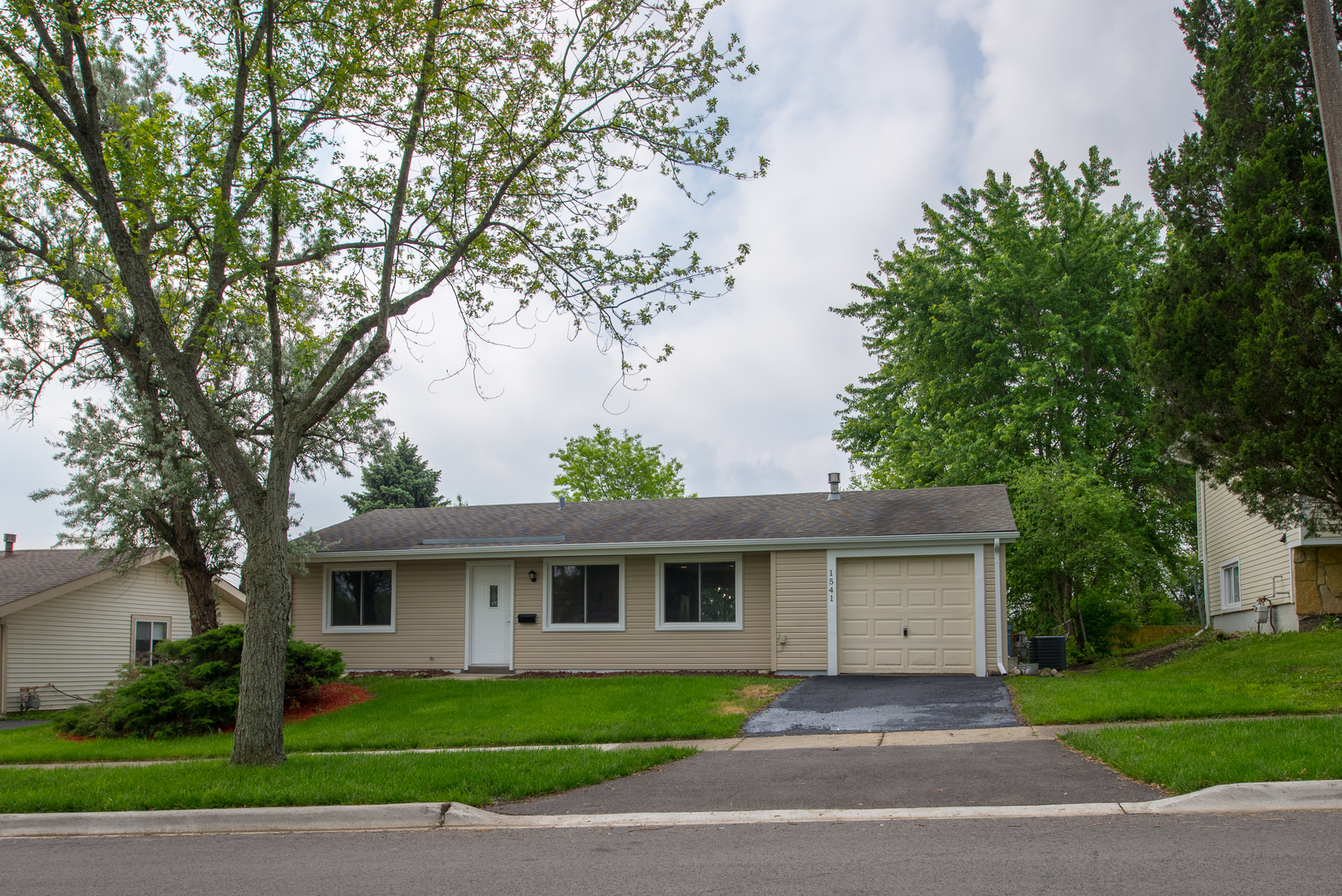 Photo of 1541 East CELEBRITY Circle  HANOVER PARK  IL